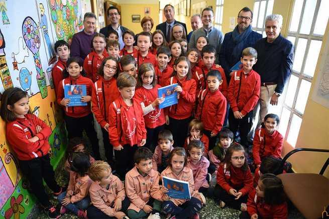 Andrade sale de su retrato y comparte vivencias con todos los escolares de su colegio gracias a la Diputación de Ciudad Real