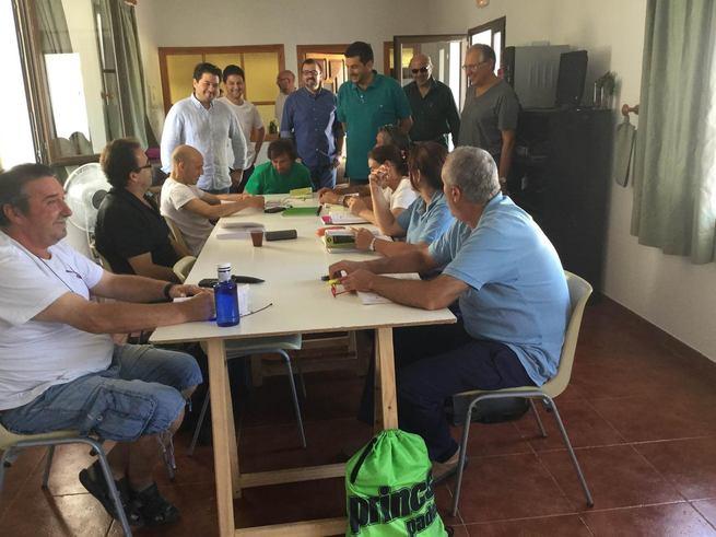 López-Alcorocho visita los talleres de formación que se imparten en la Finca Galiana