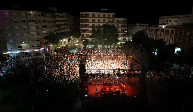 """Gran éxito de Rozalén en la inauguración de """"Los Conciertos en la Plaza"""""""