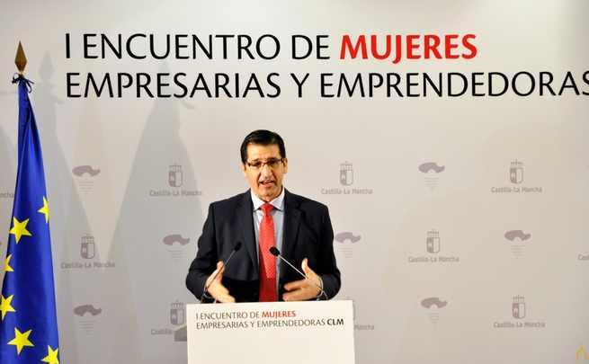 El presidente de la Diputación de Ciudad Real anima a las mujeres a seguir teniendo ambición y posicionarse en los puestos directivos de las empresas