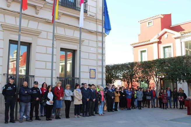 Alcázar se solidariza con las víctimas y familiares del terrorismo con un minuto de silencio en el 11M