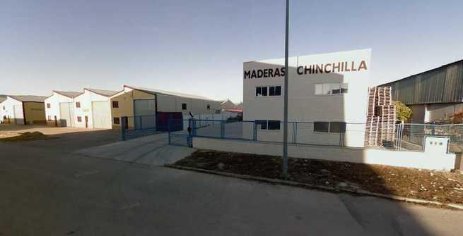 Incendio en una fábrica de madera en Chinchilla de Montearagón (Albacete)