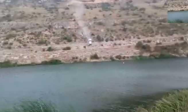 Un vehículo con un ocupante se precipita por la presa del embalse de Henchideros, en Alarcón