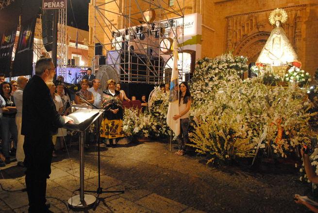 """El alcalde de Valdepeñas pide a la patrona """"misericordia para nuestros hijos y nuestros campos"""""""