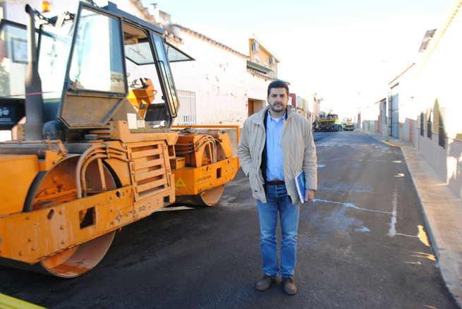 El Ayuntamiento de Valdepeñas asfalta 10 calles a través del Plan Extraordinario de Obras 2018