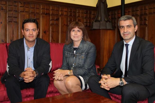 Imagen: La alcaldesa de Cebolla confirma al presidente de la Diputación de Toledo que participarán en el plan de empleo de la Junta