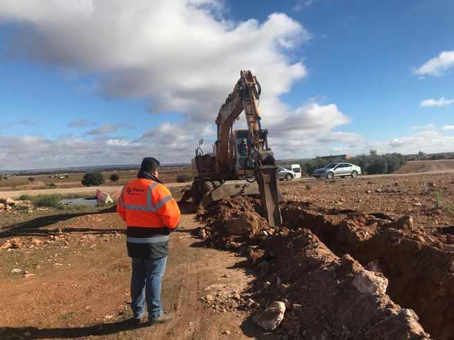 El Ayuntamiento de Miguel Esteban mejora un tramo de la tubería general de agua