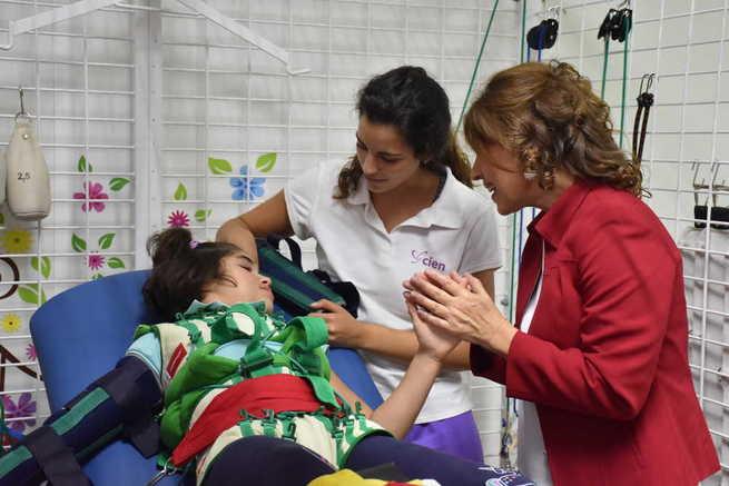 El Gobierno de Castilla-La Mancha apoya a la Asociación Española de Esclerosis Múltiple de Albacete en su labor rehabilitadora con los sistemas Therasuit y RoboWalk