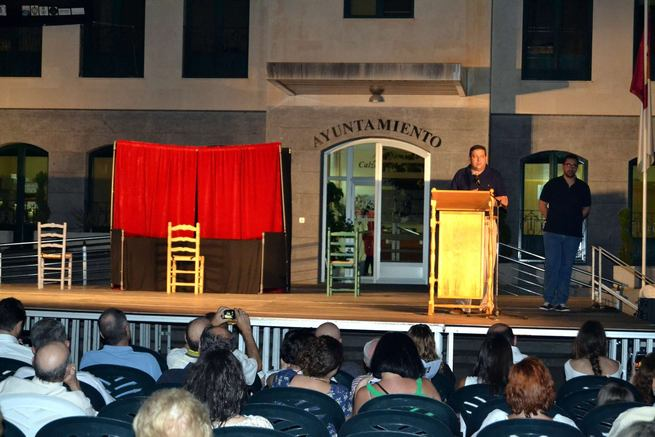 Denis Rafter resalta el papel del teatro como transmisor de la bondad en la apertura del 10º Festival de Artes Escénicas de Calzada