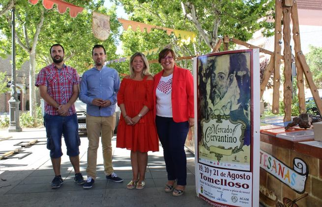 El Gobierno de Castilla-La Mancha rememora en Tomelloso las tradiciones del Mercado Cervantino con los personas del Quijote