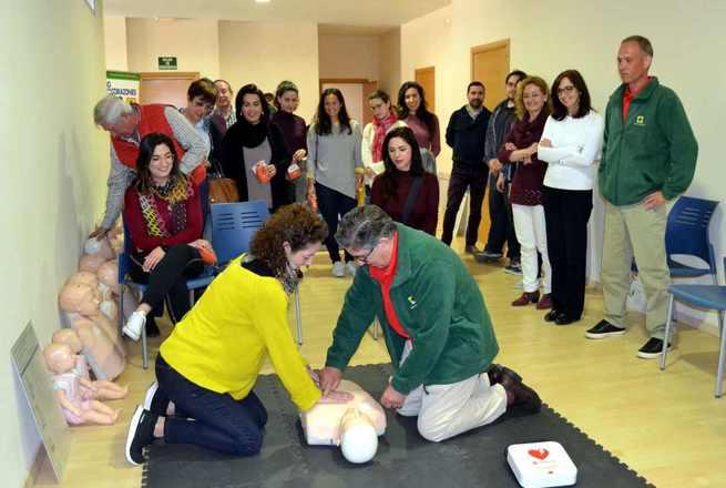 Farmacéuticos de Toledo se forman para prestar  primeros auxilios en un curso organizado por el Colegio