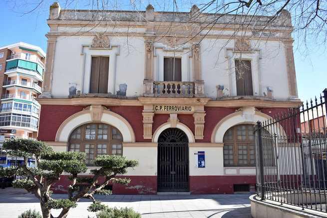 """El edificio """"La Ferroviaria"""" en Ciudad Real será rehabilitado para albergar el Centro Regional del Folklore"""