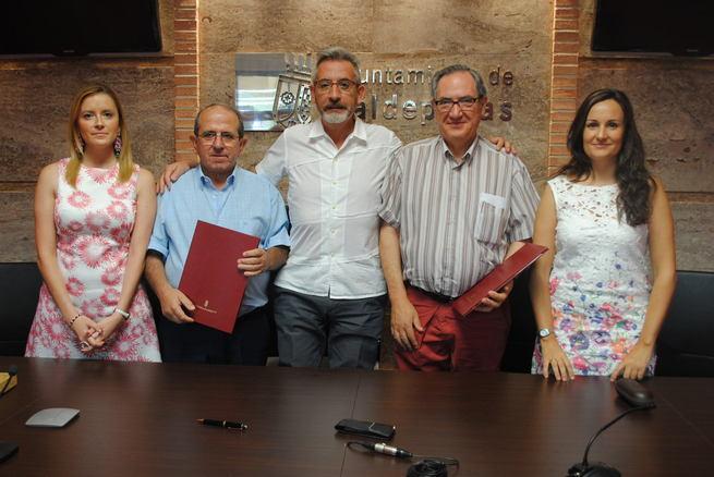 El Consistorio de Valdepeñas cede diez equipos informáticos a los dos Centros de Mayores