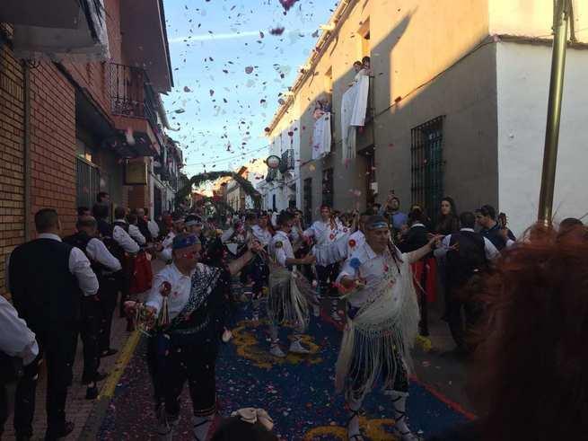 El Corpus Christi de Porzuna llega con novedades y con sus tradicionales danzantes, alfombras de serrín y altares