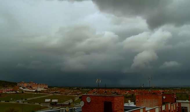 Video timelapse de una cortina de lluvia a su paso por Puertollano