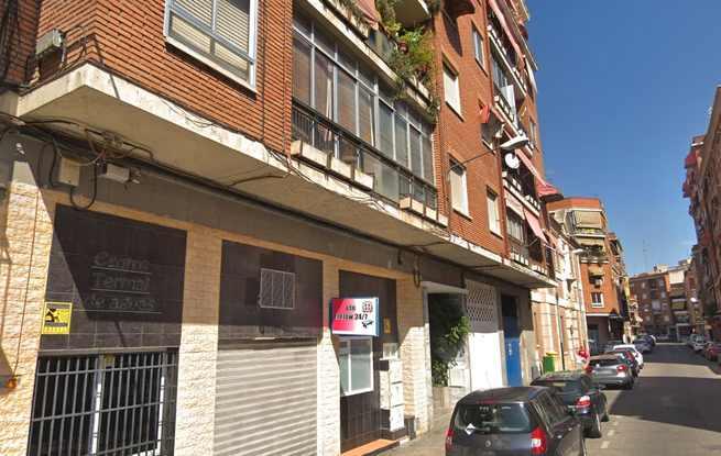 Dos heridos al desprenderse unos azulejos de una fachada en Talavera