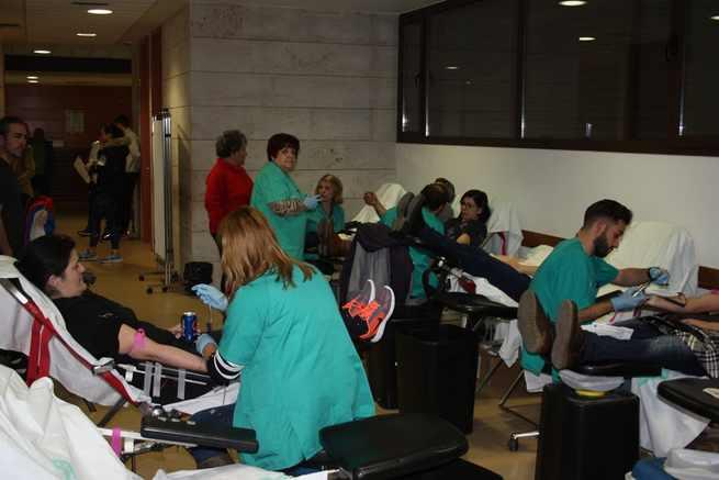 La solidaridad de la ciudadanía solanera hace que unas 240 personas asistan a donar sangre