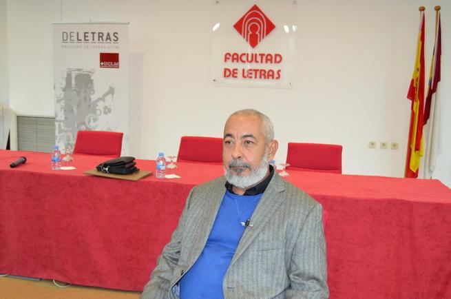 Imagen: Leonardo Padura defiende en la UCLM que su literatura es plenamente intencional