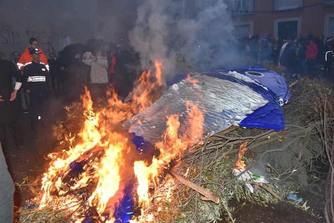 La sardina enterrada en Miguelturra con honores y respeto de la lluvia