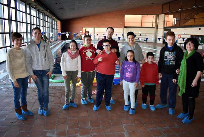 La Alcaldesa de Ciudad Real entrega al Centro de Educación Especial Puerta de Santa María diverso material de natación