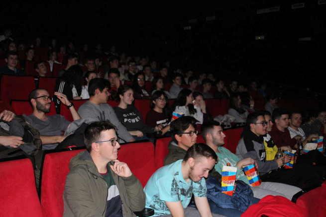 Más de cien alumnos asisten en La Solana a la proyección de 'Love Simon' en versión original