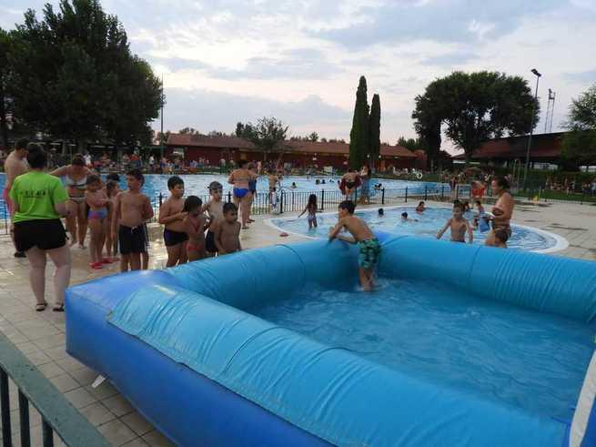 Vuelve la 'Fiesta del Agua' a la piscina de Manzanares