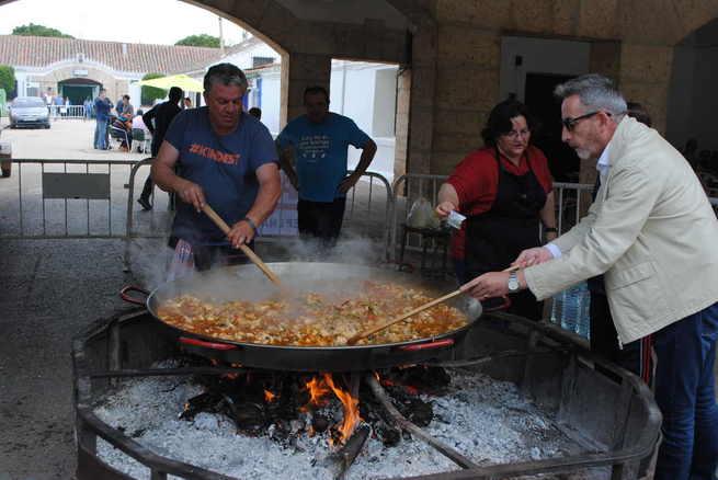 Jesús Martín celebra con los vecinos las fiestas de Consolación