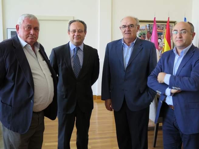 Imagen: Ruiz Molina traslada a ASAJA el compromiso del Gobierno regional de suprimir aquellas tasas que sean injustas o inoperantes