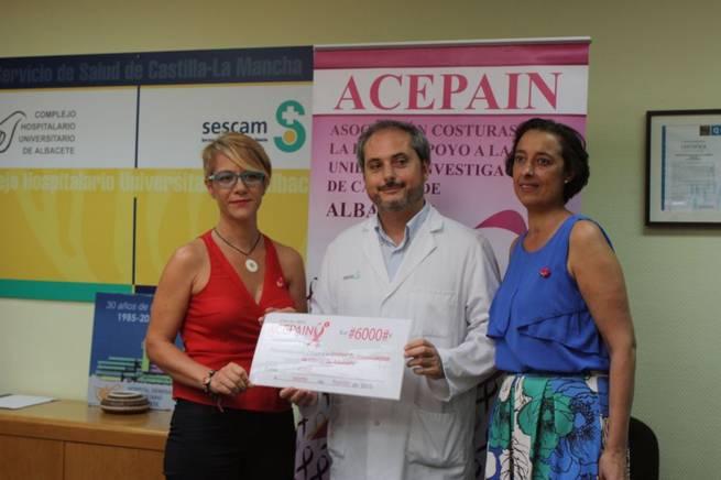 Imagen: El Complejo Hospitalario Universitario de Albacete recibe una donación para investigar sobre cáncer de mama