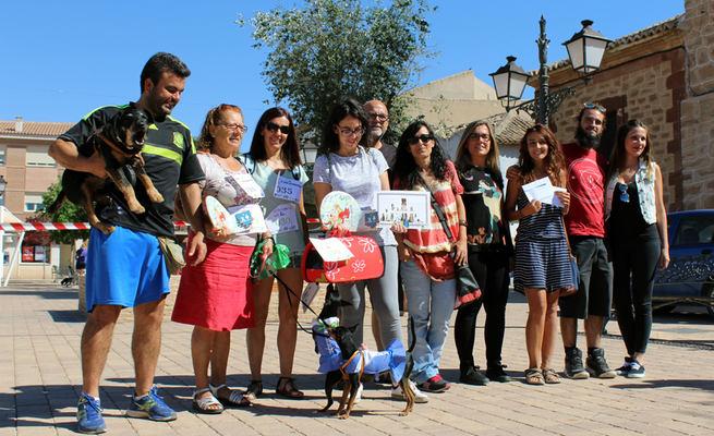 Los ganadores de la San Perrestre de Villafranca donan sus premios a la asociación SOS AnimAlcázar