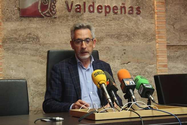 El Alcalde de Valdepeñas da a conocer la modificación de Ordenanzas fiscales para el próximo año