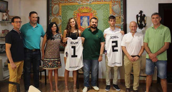 El ayuntamiento de La Roda brinda reconocimiento a Eva Casas y Joel Calero por su proyección deportiva