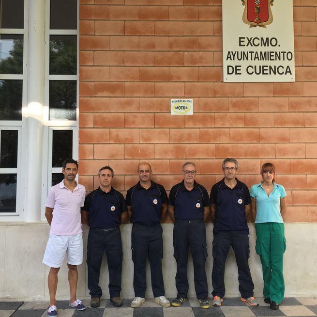 Después de 5 años, el IMD de Cuenca renueva el vestuario de 29 operarios y 7 socorristas