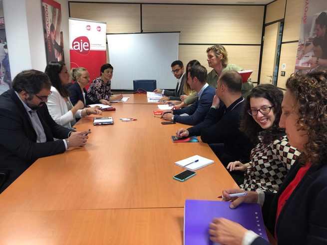 La alcaldesa de Ciudad Real se reune con los jóvenes empresarios para escuchar sus propuestas