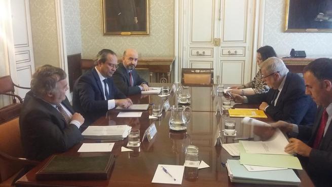 Castilla-La Mancha no ha recibido ninguna carta del Ministerio de Hacienda en la que se inste a la región a tomar medidas para cumplir el déficit