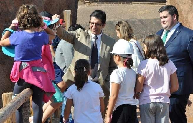 Diputación de Ciudad Real recibe en el volcán del Cerro Gordo a los primeros alumnos del programa 'Un paseo escolar'
