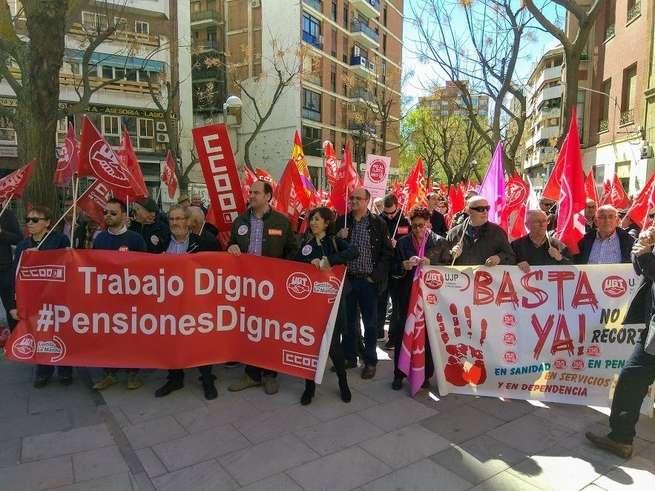 """CCOO y UGT reúnen a cientos de personas en Ciudad Real para pedir un sistema público de pensiones """"digno y estable"""""""