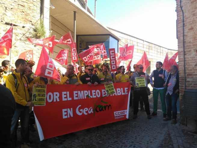 """Trabajadores de Geacam se concentran para exigir que el Gobierno de Castilla-La Mancha dé """"más estabilidad"""" al empleo de la empresa"""