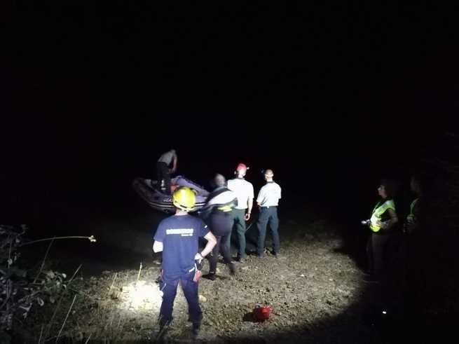 Los GEAS recuperan el cuerpo sin vida de la mujer que cayó al embalse de Henchideros en Alarcón dentro de un vehículo