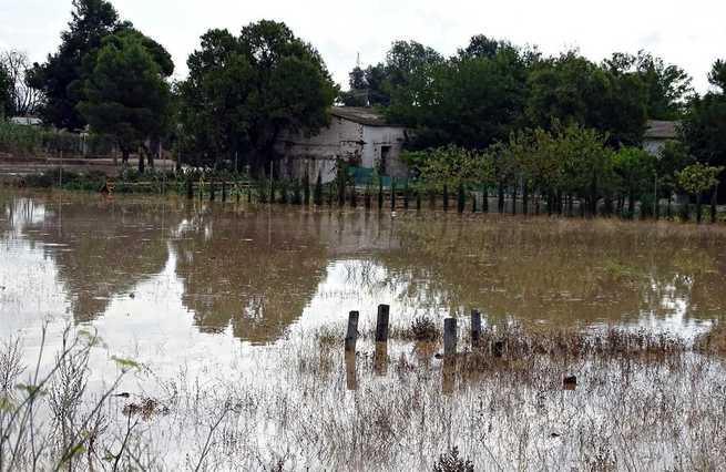 """Carreteras cortadas y """"graves inundaciones"""" en Albacete capital a causa de las lluvias caídas en las últimas horas"""