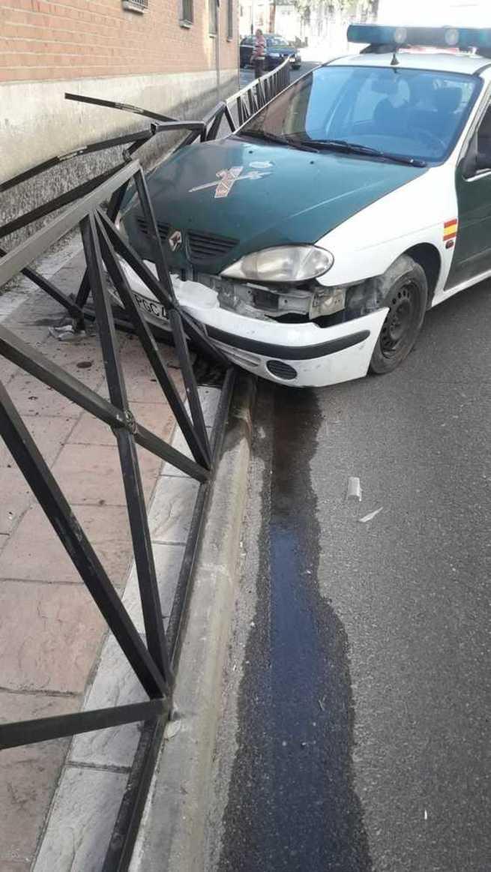 Un Guardia Civil sufre un accidente en Carranque al partirse la dirección del vehículo con el que circulaba