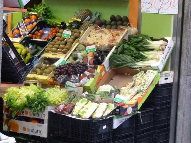 Piden 11 años de cárcel para un acusado de robar, a punta de navaja, en una frutería y una panadería de Albacete