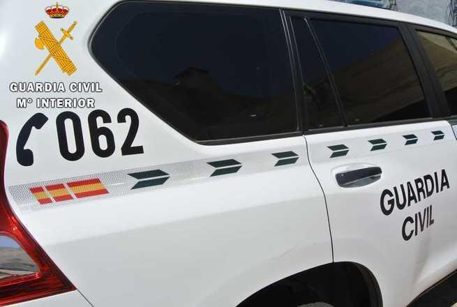 La Guardia Civil auxilia a una familia que había quedado atrapada con su vehículo en el paraje Camino de la Mota