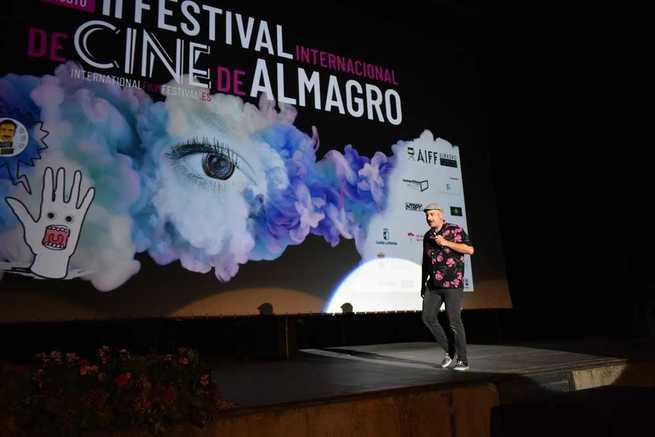 Cientos de almagreños disfrutan de la mezcla de humor y cine con Agustín Durán como padrino de excelencia