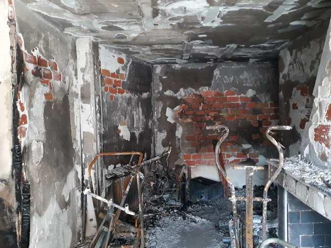 Desalojadas cuatro personas a causa de un incendio en un edificio de La Solana