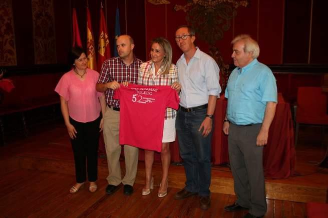 """Imagen: La alcaldesa de Toledo recibe con """"gran satisfacción"""" a los miembros de Apanas que participarán en los Juegos Mundiales de Olimpiadas Especiales"""