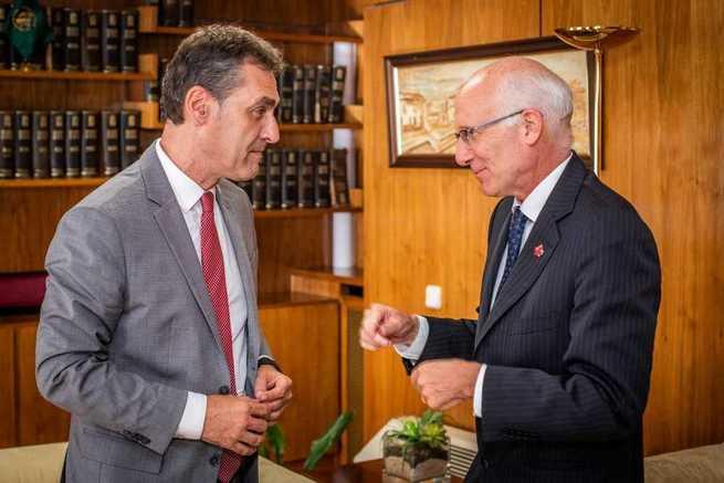 El delegado del Gobierno ha recibido la visita institucional del embajador de Canadá en España