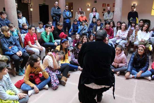 Grupos de escolares de Alcázar visitan la Casa del Hidalgo para conocer la identidad cervantina alcazareña