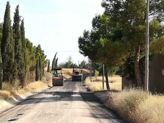 El ayuntamiento de Alcázar asfalta cuatro importantes caminos que dan acceso a carreteras y que van a agilizar el tráfico en la ciudad