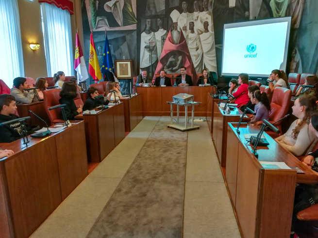 Estudiantes de colegios de Alcázar y de Puertollano participan en el acto de la Diputación reivindicando su derecho a estar en las decisiones que les afectan